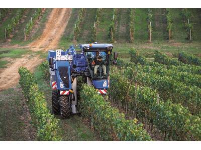 Las vendimiadoras, cosechadoras de olivar y tractores con chasis muy elevados de New Holland Braud obtienen la certificación Origine France Garantie